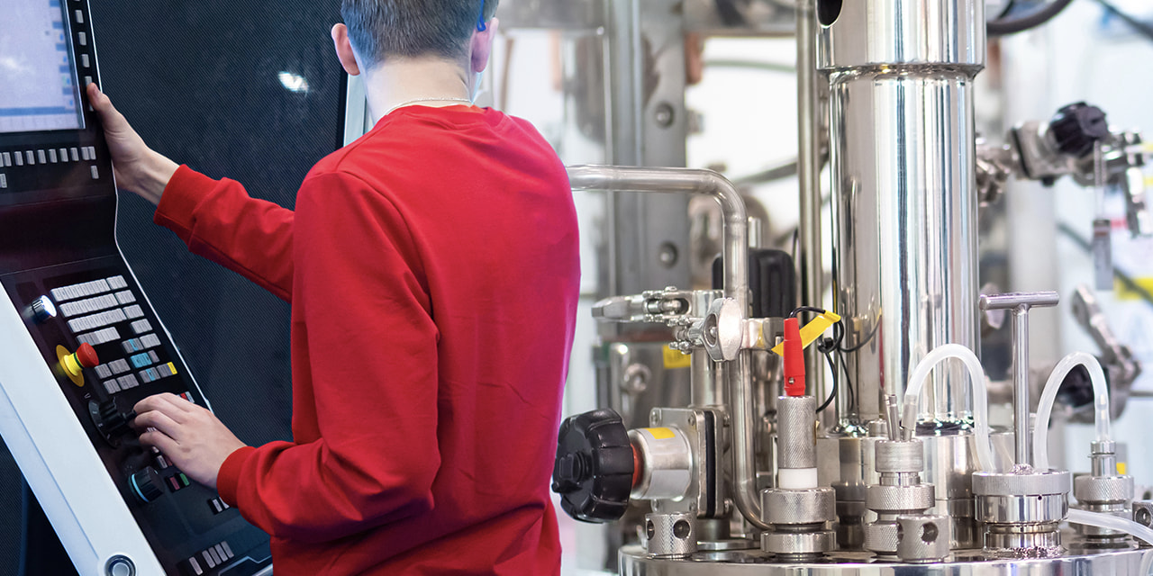 denatec-remote-control-of-the-bioreactor-control-panel-for-equipment-in-a-chemical-laboratory-setting