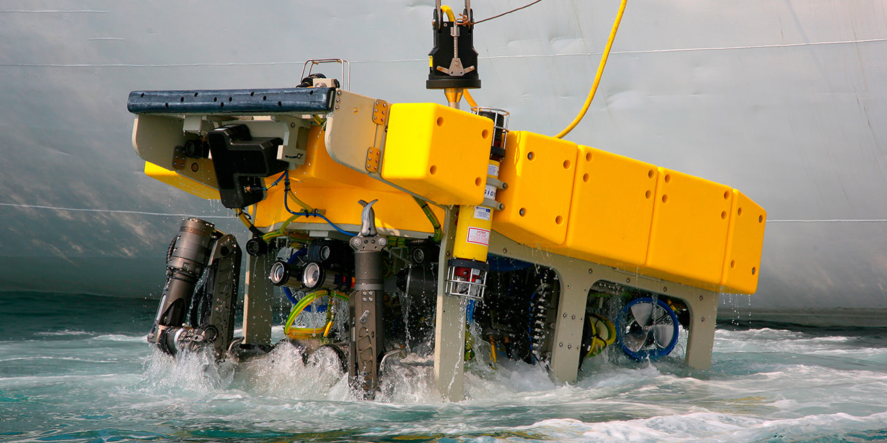 denatec-remotely-operated-underwater-vehicle-rov-lifting-on-board-of-carrier-vessel